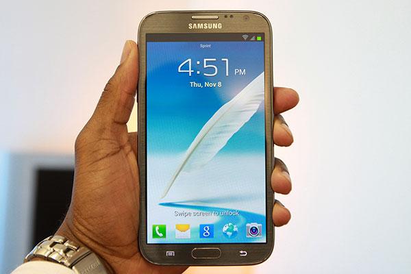 Samsung Galaxy Note 3 (Note III) ซัมซุง กาแลคซี่ โน้ต 3 อัพเดทสเปค ข้อมูลล่าสุด [23-ส.ค.-56] : Samsung Galaxy Note 3 (Note III) 4 ล้านเครื่องแรก ใช้ชิป Snapdragon 800 มีให้เลือกมากกว่า 2 สี