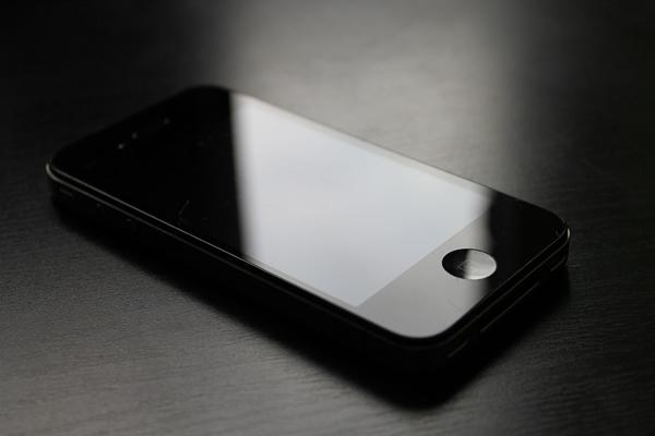 ส่อง 8 สมาร์ทโฟนดีไซน์สวย ด้วยตัวเครื่องแบบโลหะ ผสมผสานกระจก รุ่นใดโดดเด่นเข้าตาบ้าง