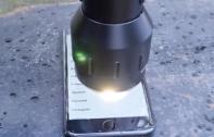 iPhone 7 จะเป็นอย่างไร เมื่อถูกส่องด้วยไฟฉายที่สว่างที่สุดในโลก! [มีคลิป]
