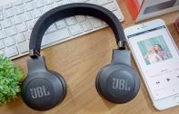 [รีวิว] JBL E35 หูฟัง On-Ear ขนาดกะทัดรัด พับเก็บได้ ด้วยคุณภาพเสียงระดับ JBL Signature Soundให้พลังเสียงคมชัด พร้อมสายเคเบิลที่ถูกออกแบบมาเป็นพิเศษ หมดปัญหาสายพันกัน วางจำหน่ายแล้วในราคา 2,990 บาท
