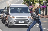 Ford ส่งรถยนต์ไร้คนขับวิ่งบนถนนทั่วเมือง แต่ที่จริงแล้วซ่อนคนขับไว้ในเบาะ เพื่อทดสอบปฏิกิริยาของผู้ใช้รถใช้ถนนและสัญญาณไฟ