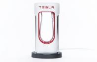 Tesla เปิดตัว Desktop Supercharger แท่นชาร์จรถยนต์ไฟฟ้าย่อส่วนสำหรับเก็บสายชาร์จมือถือแบบเท่ๆ ในราคา 1,500 บาท สำหรับแฟนพันธุ์แท้โดยเฉพาะ