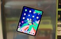 พบความสามารถสุดแปลกแต่มีประโยชน์ของ iPad Pro 2018 ที่ Apple ไม่ได้กล่าวไว้ในงาน สามารถนำตัวเครื่องแปะติดตู้เย็นหรือวัสดุอื่น ๆ ที่เป็นโลหะได้