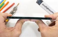 JerryRigEverything ทดสอบความแกร่งของ iPhone 12 Pro ไม่สามารถหักงอได้ด้วยมือเปล่า กระจกทนทานต่อการตกมากกว่าเดิม แต่จอเป็นรอยง่าย