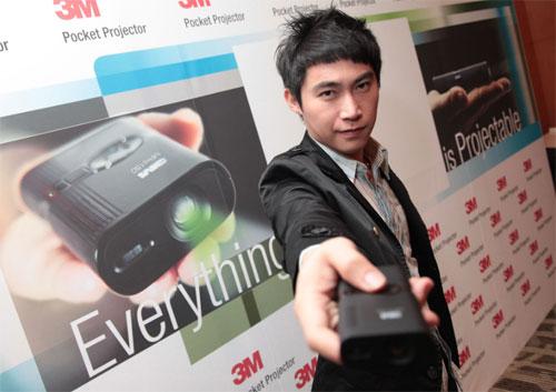 3M-pocket-projector-02