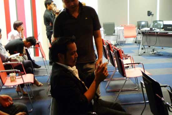 iphone-4-meeting-07