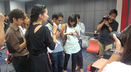 iphone-4-meeting-09